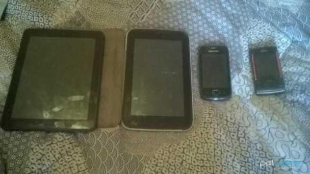 Conjunto de 2 Tablets e 3 Telemóveis para Peças